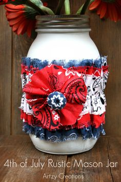 of July Rustic Mason Jar that is so easy to make and will be a darling centerpiece for your patriotic holidays! Patriotic Crafts, July Crafts, Holiday Crafts, Holiday Decor, 4th Of July Party, Fourth Of July, Rustic Mason Jars, 4th Of July Decorations, Mason Jar Centerpieces