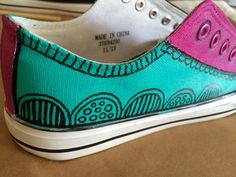 a sprinkle of imagination: Painted Canvas Shoes !!