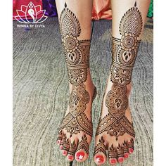 """Henna for the lovely bride-to-be, Raman!  #hennabydivya #henna #mehndidesigns #mehndi #hennaart #hennaartist #hennapro #hennadesign #bridalhenna…"""