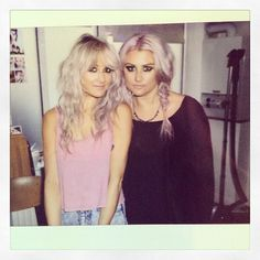 Lou Teasdale and her twin sister Sam. (Lou's instagram)
