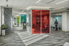 Eppstein Uhen Architects (EUA) created the new design for the Rockwell Automation Customer Experience Center & Lobby renovation located in Milwaukee, Experience Center, Customer Experience, Rockwell Automation, Work Cafe, Cove Lighting, Chairs For Small Spaces, Newspaper Design, Architectural Photographers, Workplace Design