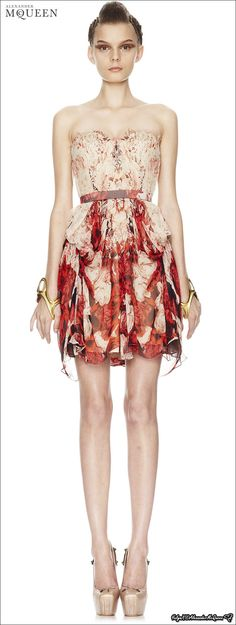 McQueen Spring 2010 look book Modern Outfits, Playing Dress Up, High Fashion, Alexander Mcqueen, Ready To Wear, Fashion Dresses, Style Inspiration, Clothes For Women, Formal Dresses