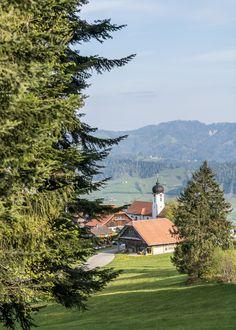 Heiligkreuz - Wallfahrtsort im Entlebuch Entlebucher, Baumgarten, Switzerland, Wonderland, Cabin, Mountains, House Styles, Nature, Travel