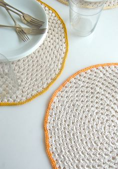 "From ""the purl bee; Whit's Knits: Granny Circle Placemats"" combine durability with elegance.  Shown in Cascade's Ultra Pima, 100% Pima Cotton.  There are so many sunny colors of Ultra Pima to choose from, you can get creative personalizing your placemats!"