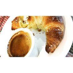 #BuonGiorno #espresso #briocheconcremapercolazione #brioche by genperisi