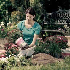 Planting a memorial garden garden ideas flowers and gardens for Garden memorials for loved ones