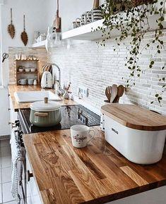 Boa noite ⚘ Mais uma cozinha para você se inspirar, toda no #nordicstyle . Cores claras com o revestimento #metrowhite que unidos aos…