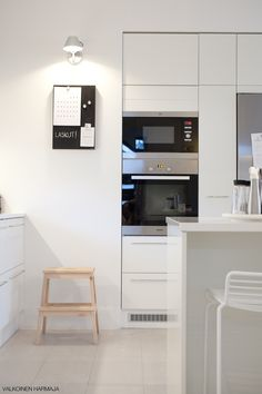 Kitchen integrated in the wall.