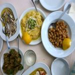 How to eat like a local Greece. I don't think I'll like Greek food Like A Local, Mediterranean Recipes, Greek Recipes, Eating Well, Greece, Beef, Study Abroad, Places, Bucket