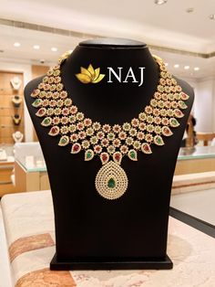 21 Most Beautiful Traditional Gold Necklace & Haram Designs! Ruby Necklace, Bridal Necklace, Necklace Set, Bridal Jewelry, Gold Jewelry, Women Jewelry, Diamond Jewellery, Indian Gold Jewellery Design, South Indian Jewellery