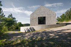 Kompaktes Karst Haus, Vrhovlje, Slowenien, dekleva gregoric arhitekti, 2014, Janez Marolt, Foto Außen