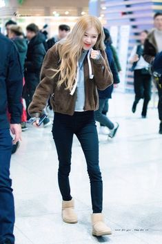 190125 ICN departures to Hong Kong Blackpink Fashion, Daily Fashion, Korean Fashion, Fashion Outfits, Hijab Fashion, Jenny Kim, Casual Outfits, Cute Outfits, Jennie Lisa