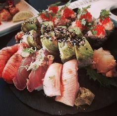 Jeg elsker sushi, og en af mine favoritsteder at spise det er på Sticks og Sushi på toppen af Tivoli Hotel i København. - selfieandthecity.com