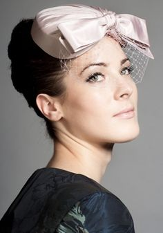 R1280 - Soft pink taffeta reverse heart with bow and face veil