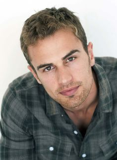 Theo James = Hot 07-divergent-theo-james-#ManCrushMonday-Four