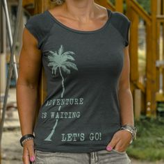 Travel shirt ladies Adventure is waiting, let's go! | travelingdutchies.com