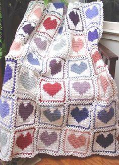 renkli kalpli el örgü bebek battaniyeleri modelleri
