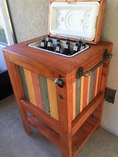 cooler-stand-made-from-recycled-wood-pallets