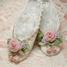ribbon-embroidered slippers ❤