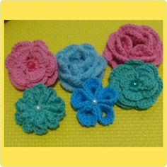 flower knit brooch