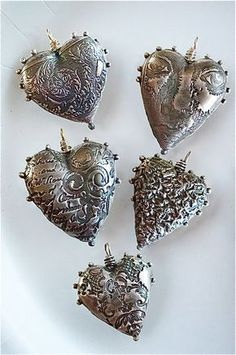 big fat 2 sided beads, back side if you will - made by Catherine Witherell Homemade Valentines, Valentine Crafts, Printable Valentine, Valentine Box, Valentine Wreath, Valentine Ideas, Steampunk Heart, Steampunk Necklace, Jewelry Crafts