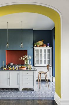Top Kitchen Paint Color Ideas For The Heart Of Your Home TAG: Kitchen paint colors, Painting kitchen cabinets ideas, Kitchen color ideas Yellow Kitchen Decor, Home Decor Kitchen, Kitchen Interior, New Kitchen, Home Kitchens, Blue Walls Kitchen, Grey Yellow Kitchen, Eclectic Kitchen, Kitchen Decorations