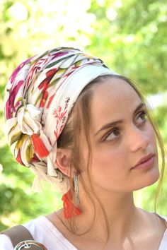 🌺👌This lovely, soft, handcrafted headscarf is an alluring combination of basic white and vibrant colors, specially adorned with additional red