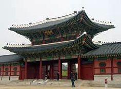 Joseon dynasty's Eastern gate of Gyeongbok gung (palace). Seoul, Korea