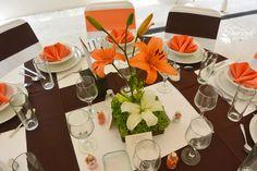 Centro de mesa #Bodas Quinta Pavo Real del Rincón www.pavorealdelrincon.com.mx Wedding Ceremony, Reception, Hacienda Wedding, Table And Chairs, Chair Design, Wedding Centerpieces, Tablescapes, Beautiful Flowers, My Design
