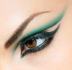 Maquiagem incrível. http://www.pecaro.com.br/maquiagem/24/3/produtoNome/asc/coluna/1/categorias