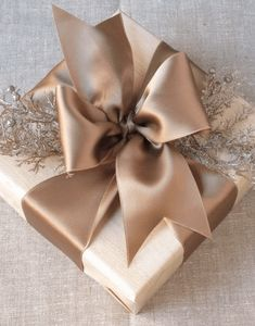 As you're buying gifts, add a personal touch with Unique 50 Christmas gift wrapping ideas! Upcycled Kraft Paper Gift Wrapping Ideas From: The Found and The Fancy How to P… Christmas Gift Wrapping, Christmas Presents, Holiday Gifts, Christmas Decorations, Gifts Uk, Santa Gifts, All Gifts, Holiday Cards, Present Wrapping