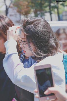 Jeon Somi rocking her short hair Choi Yoojung, Kim Sejeong, Jeon Somi, Elegant Wedding Hair, Ulzzang Girl, K Idols, South Korean Girls, Pretty People, Her Hair