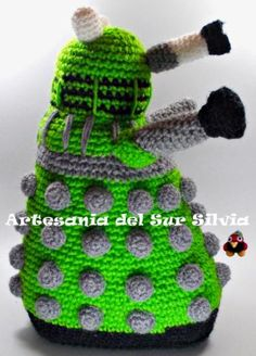 Dalek, robot serie Doctor Who, realizado a crochet