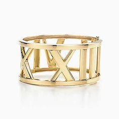 Atlas® wide bangle in 18k gold, medium.