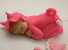 Fondant Baby found on Etsy. Please tell me I'm not the only person who finds this extremely creepy.