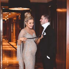 """32.3 mil curtidas, 151 comentários - Jessie Murphy (@cestvogue) no Instagram: """"This bow tie business is tricky  @marcmurphy3 Pic: @karonphotography #brownlow #pregnant…"""""""