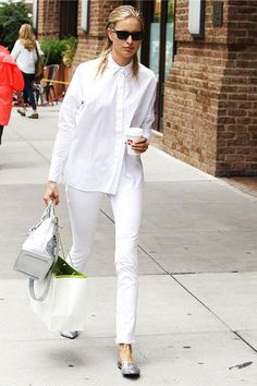 Style Hawk takes a look at the basic white button-down and all of the stylish ways to wear it. A well thought-out wardrobe shouldn't be without this classic. All White Outfit, White Outfits, Casual Outfits, Silver Flats, White Flats, Silver Brogues, Metallic Flats, Jean Top, Flats Outfit