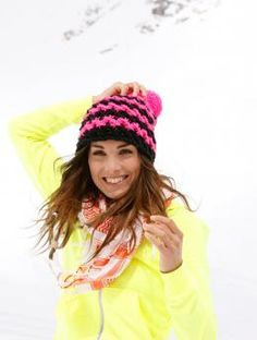 Choose two shades of Schachenmayr Boston to knit this easy textured stitch hat in an evening.   The stitch pattern shows a bit of a zig-zag -- perfect for racing down the slopes!