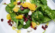 Summer Berry Salad with Roasted Walnuts, Goat Cheese, & Orange Vinaigrette Goat Cheese Salad, Feta Salad, Salad Bar, Spinach And Feta, Spinach Salad, Cheese Toast Recipe, Salad Recipes, Healthy Recipes, Beet Recipes