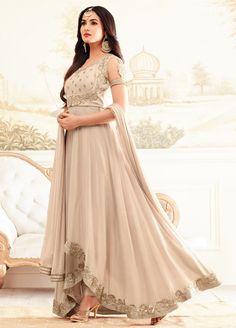Бежевое длинное платье в пол, из креп-жоржета, без рукавов, украшенное вышивкой