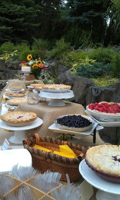 backyard wedding pies instead of cake!
