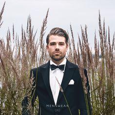 Vi hjelper deg med å finne den riktige smokingen.  menswear.no/dress/smoking-oslo/ #menswear_no #menswear #mensfashion #smoking #skjorte#sløyfe #ull #dress #oslo #bogstadveien #lysaker #tjuvholmen #dresser #suit #suitup #wool   photo: @katyadonic