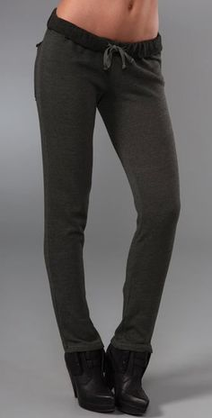 The post Vintage Sherpa Jogginghose appeared first on Frisuren Tips - Woman Fashion Baggy Sweatpants, Style Me, Cool Style, Clothes Pegs, Comfy Clothes, Cute Fashion, Woman Fashion, Winter Outfits Women, New Wardrobe