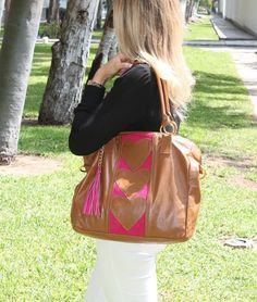 Carteras Plum - Handbags #outfit Visita: PLUMSHOPONLINE.COM - Practicamente hermosa Cartera de Cuero Rania Disponible AHORA con DESCUENTO en la tienda online con envío GRATIS: http://ift.tt/2j48uVO