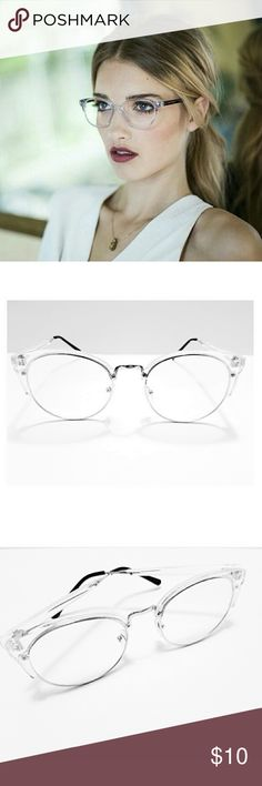 Last Pair 10$ Firm New Crystal Clear Club master's 100% UV protection. Excellent Quality. No low Ball offers. No Trades can wear these all day. not heavy. very good quality make me a reasonable offer . Accessories Glasses