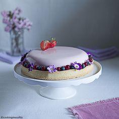pretty in pink #tart #cookingmesoftly #lychees #cookingmesoftlyfoodblog #yummi #dessert #strawberries