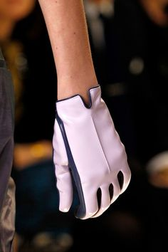 Gloves are coming back.from sporty to cinderella like gloves.gloves are great accessory to give edge.especially the sporty leather glogves. Red Gloves, Leather Gloves, Ladies Gloves, White Gloves, Vintage Gloves, Wedding Gloves, Fashion Details, Women's Fashion, Designing Women