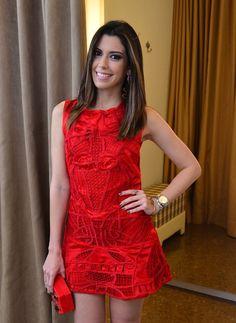 Vestido vermelho: como criar looks elegantes e modernos com essa cor intensa
