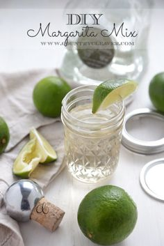DIY Margarita Mix Recipe - Make your own margarita mix at home with no artificial ingredients or preservatives! - www.countrycleaver.com