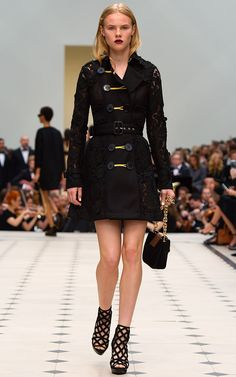 Burberry Prorsum Spring Summer 2016 - Preorder now on Moda Operandi Burberry  Prorsum 4cdc0f76f113c